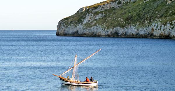 barca in mezzo al mare di Tricase (Lecce)