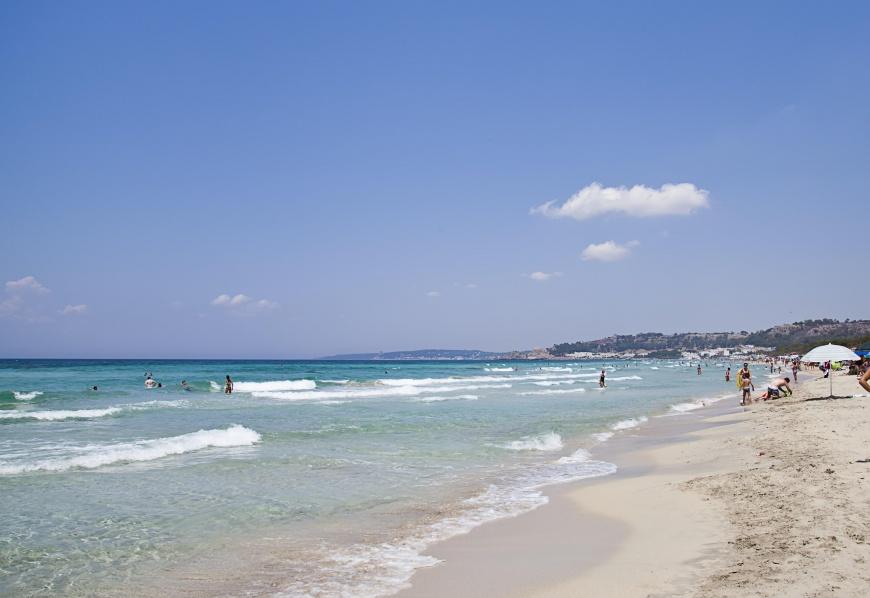 La spiaggia di Padula Bianca a soli 300 metri, con accesso privato
