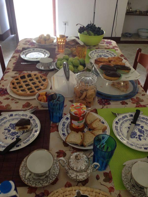 colazione servita a Campi salentina (Lecce)