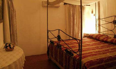 Particolare Camera Matrimoniale Masseria Casina dei Cari Lido Marini, Lecce