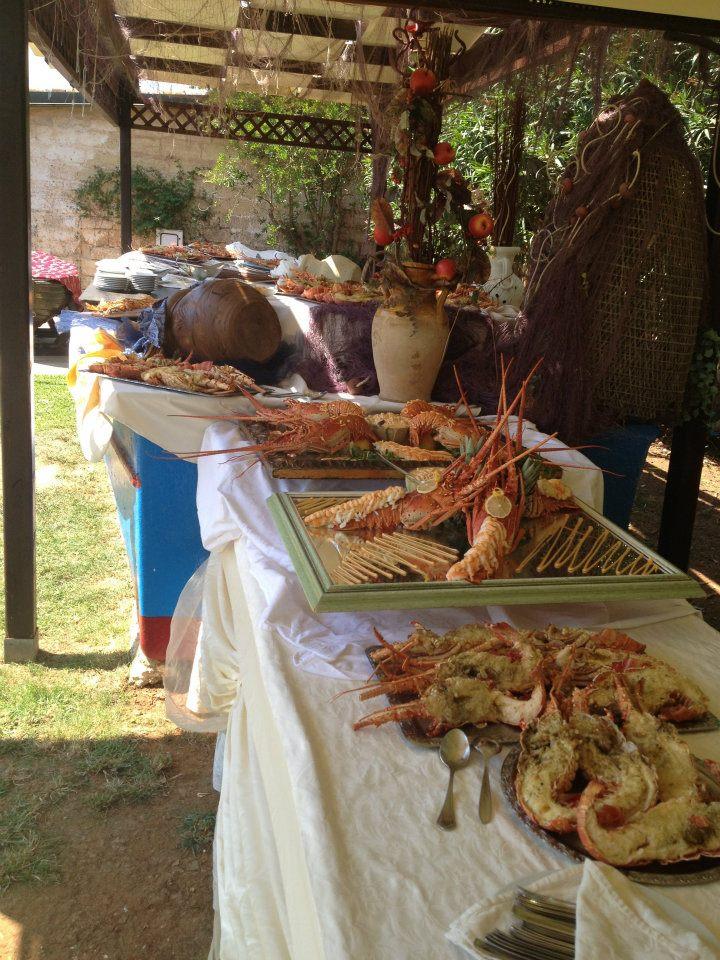 pranzi e cene speciali di fronte alla piscina della Masseria