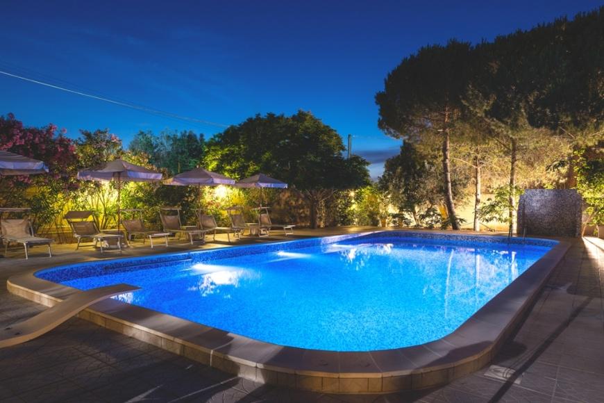 Hotel villa costes con piscina a gallipoli su - Villa con piscina salento ...