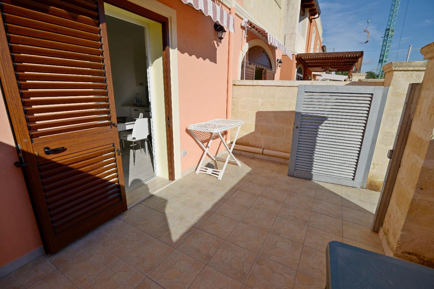 ingresso con veranda appartamento Toto residence Torre Lapillo