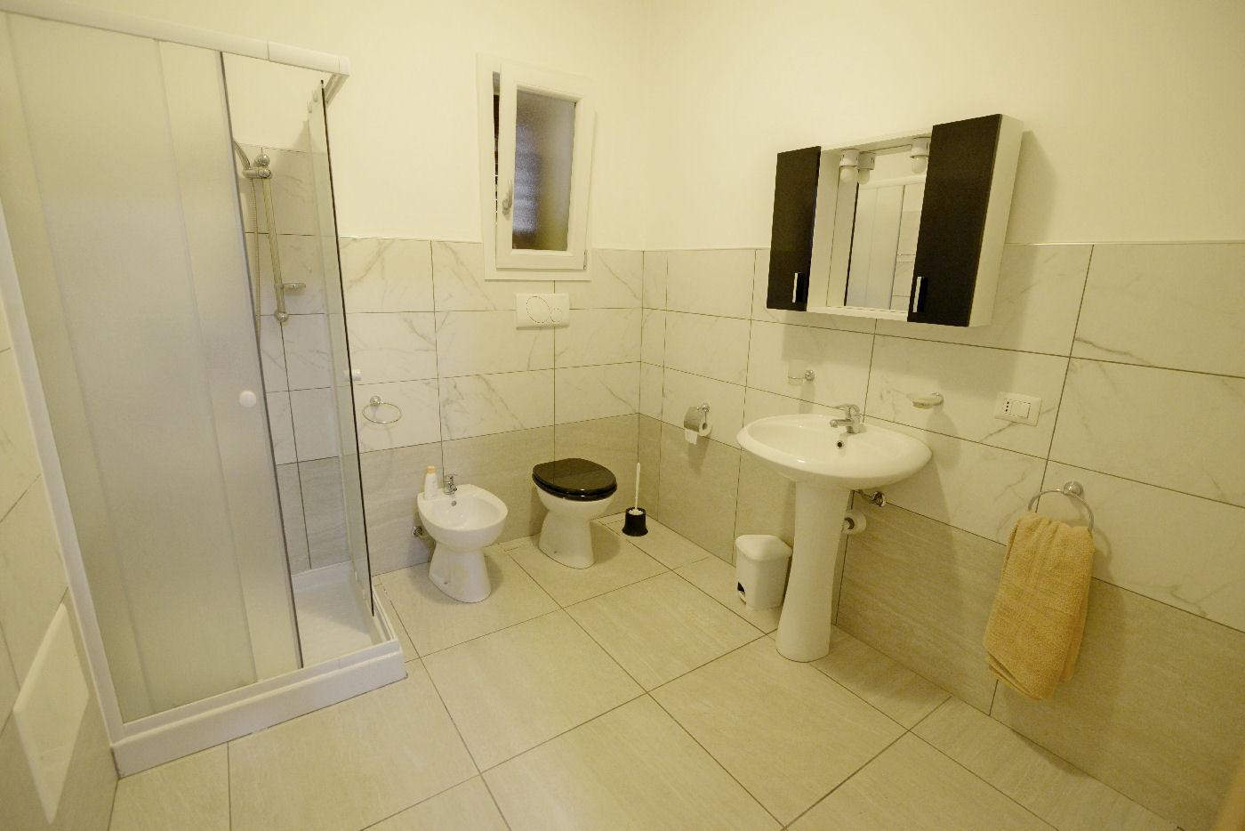 bagno con box doccia Toto residence Torre Lapillo