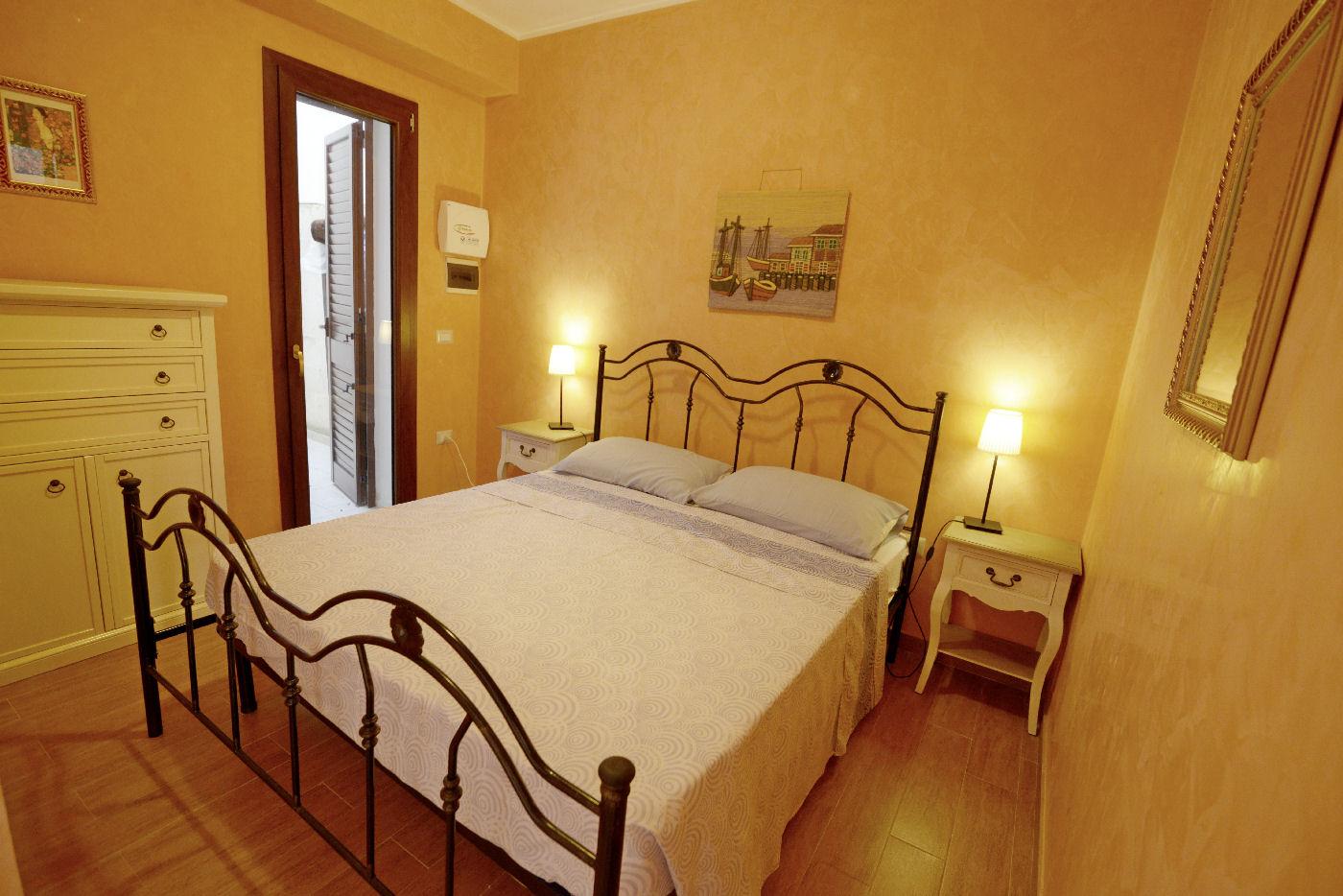 camera matrimoniale Toto residence Torre Lapillo