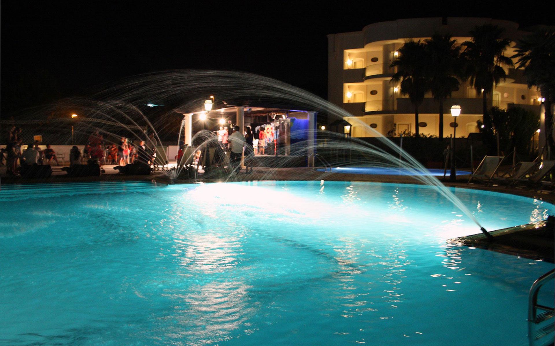 hotel con piscina sul mare a marina di Pulsano in Puglia
