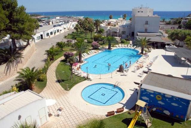 Hotel gabbiano sul mare a marina di pulsano taranto su - Hotel sul mare con piscina ...