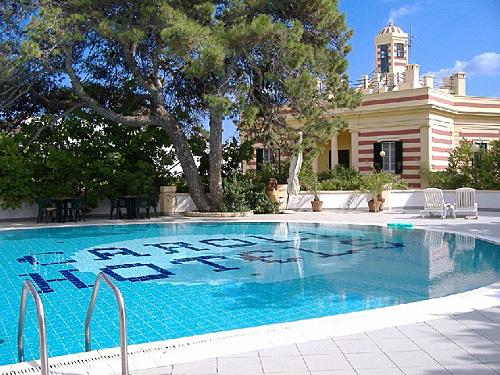 Piscina e soggiorni turistici rilassanti presso la Villa La Meridiana a Santa Maria di Leuca (Lecce)