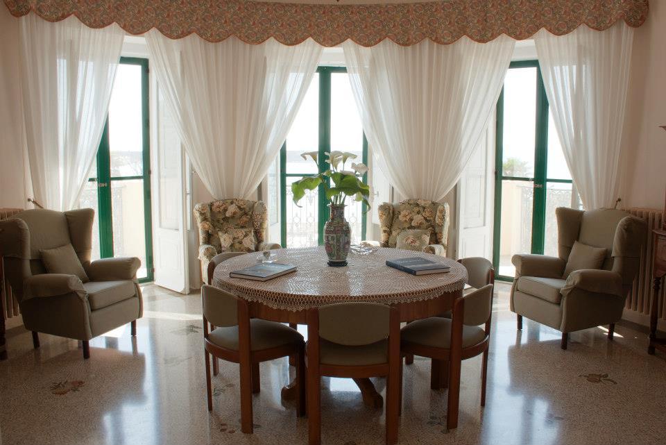 sala lettura e biblioteca in vacanza in Puglia