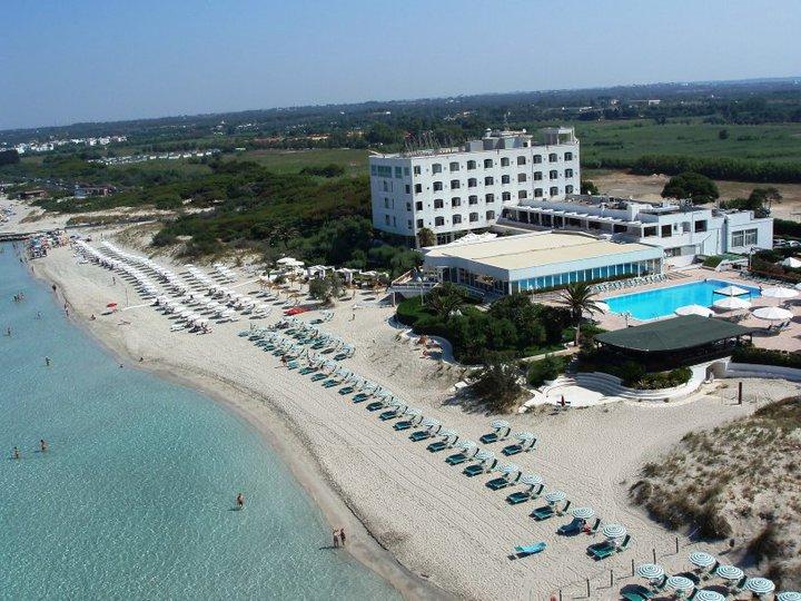 Grand hotel costa brada con piscina e sul mare di - Hotel con piscina privata grecia ...