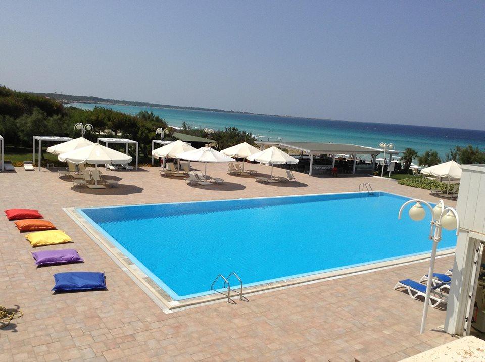 piscina sul mare in vacanza in Hotel a Gallipoli