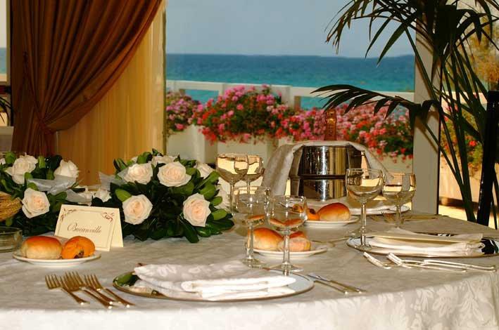 ristorante sul mare in hotel 4 stelle sulla spiaggia a Gallipoli