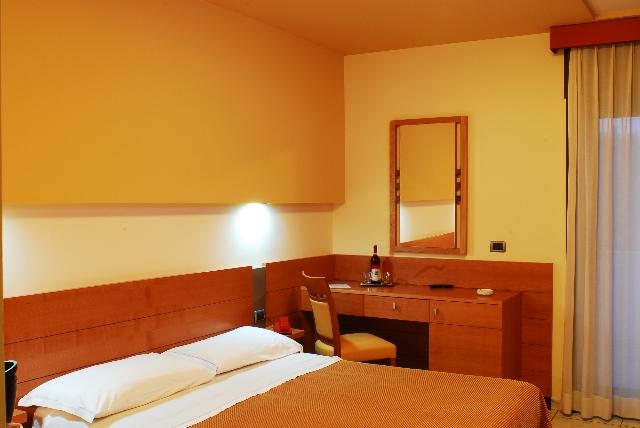 Interno camera Hotel Astor Village, Torre San Giovanni, Ugento, Lecce