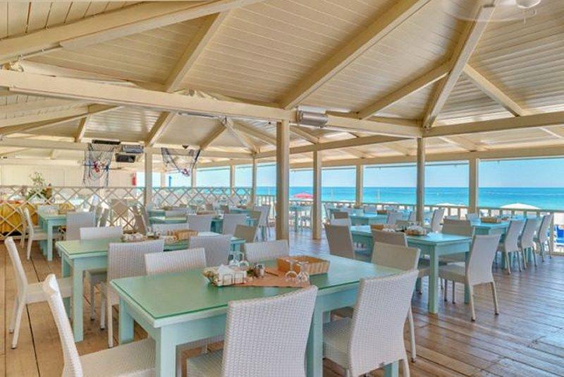 Trattoria sul mare Villaggio Robinson Club Apulia Ugento