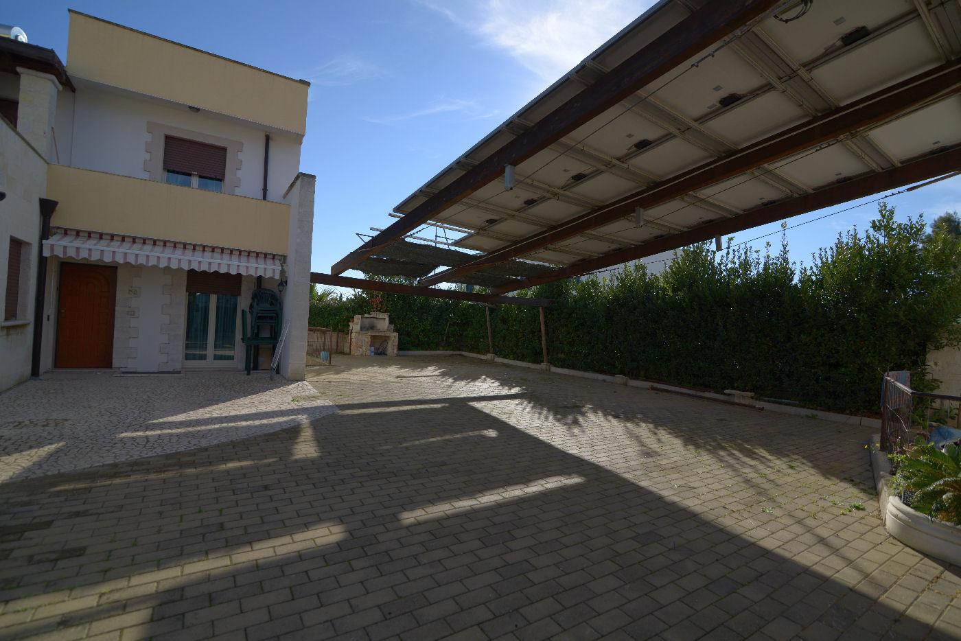 parcheggio interno Pino residence Torre Lapillo