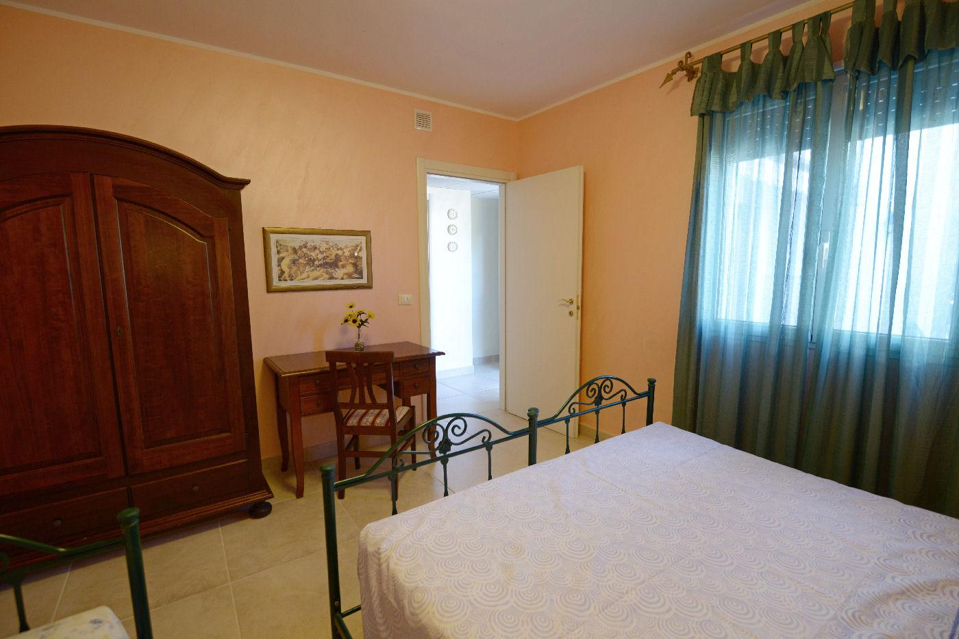 particolari camera matrimoniale Pino residence Torre Lapillo
