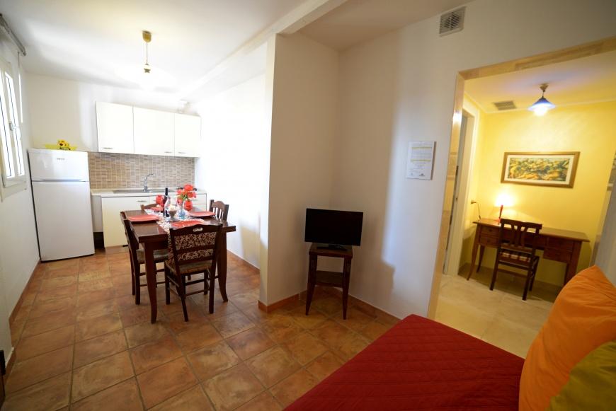 soggiorno bilocale 2 pino residence torrelapillo.it