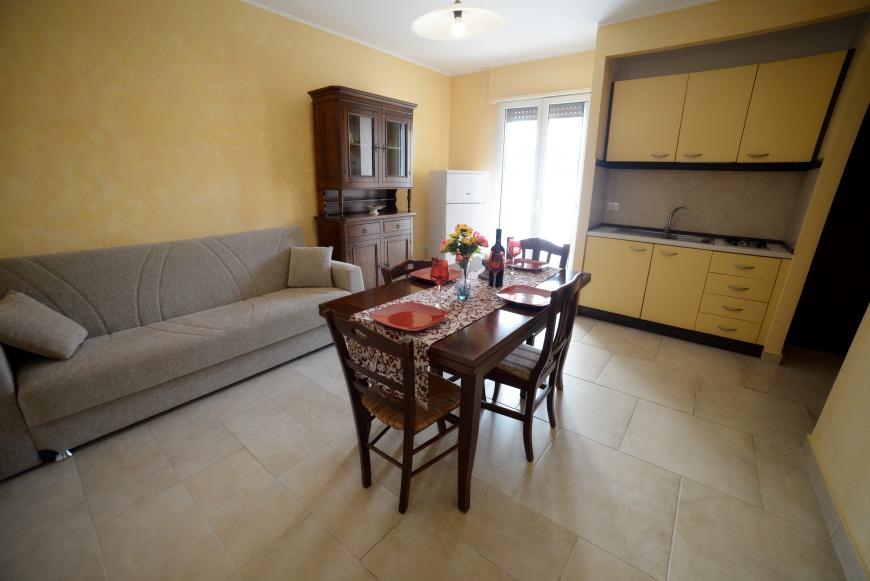 soggiorno 2 trilocale pino residence torrelapillo.it