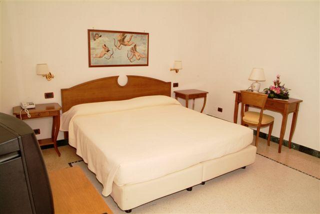 Particolare camera Hotel Bianco, Gallipoli, Lecce