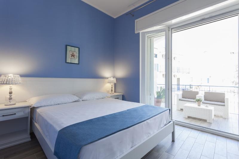 B b costa azzurra a lido conchiglie gallipoli su - Camera letto mare ...