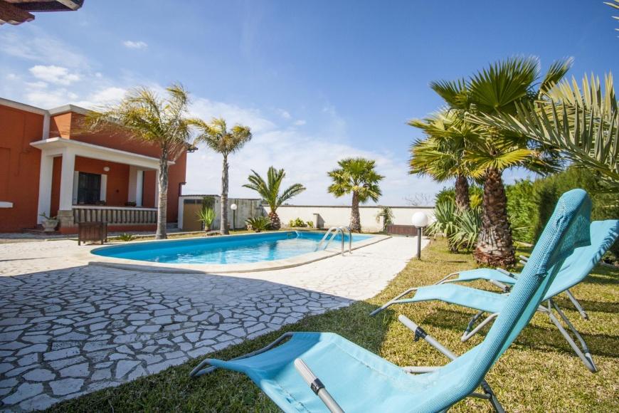 Villa palm con piscina a parabita su - Villa con piscina salento ...
