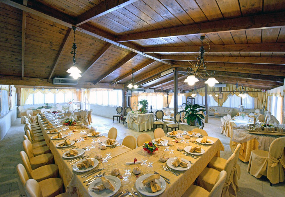 Buffet in sala esterna Tenuta Torre Pinta Otranto