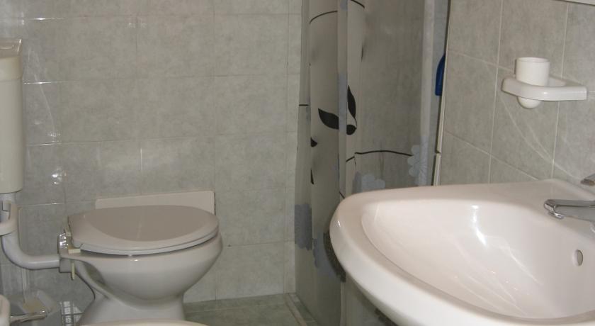Bagno appartamenti Residence Miramare a Torre Vado
