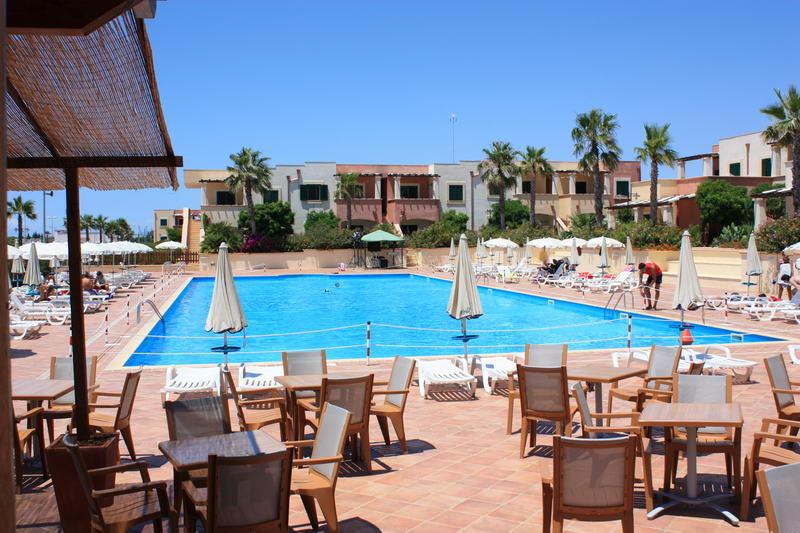 piscina e solarium Villaggio Arco del Saracino Lido Marini, Ugento