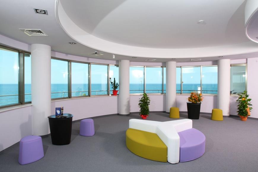 Area relax con terrazza e vista panoramica