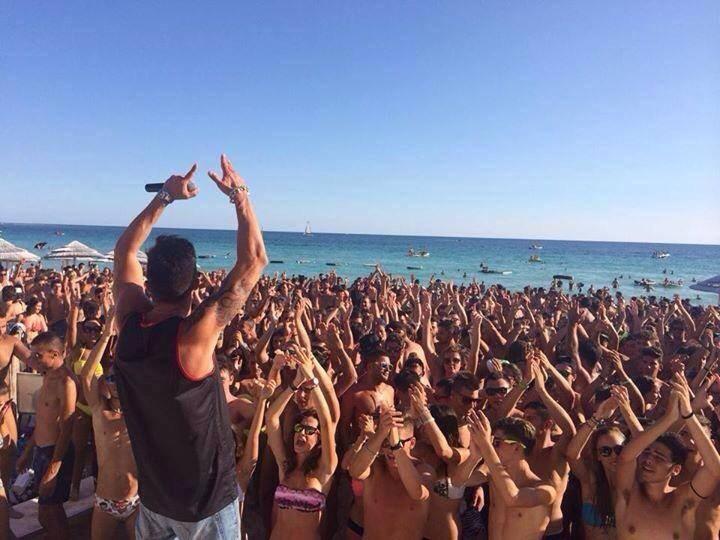 divertimento in spiaggia al mare durante una vacanza a Porto Cesareo