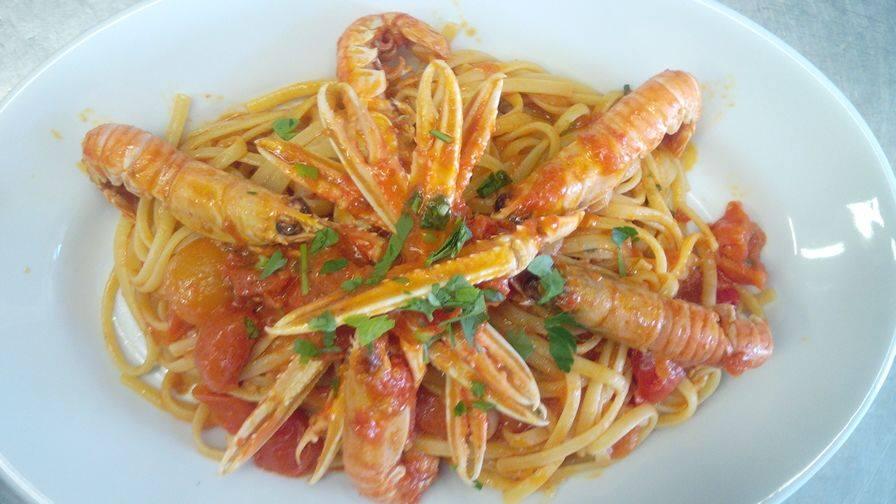 mangiare del buon pesce durante una vacanza a Porto Cesareo