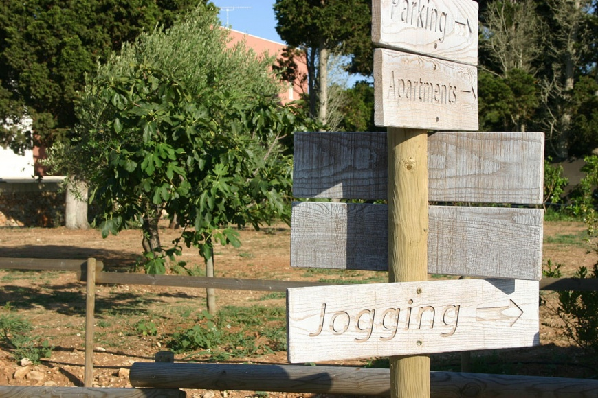cartello-jogging-tenuta-corallo-otranto.jpg