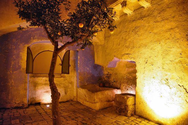 Cortile illuminato del B&B Palazzo Briganti Racale, Lecce