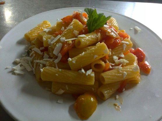 cucinare primi piatti in vacanza alla Tenuta Donna Rosa a Baia dei Turchi