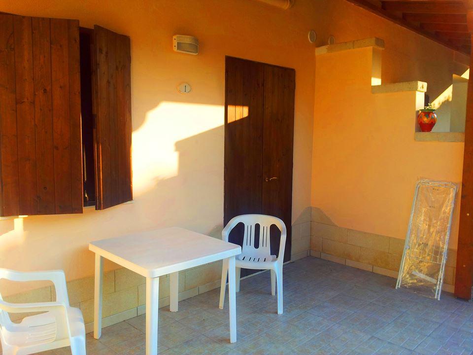 spazi esterni e veranda della Tenuta agrituristica Donna Rosa a Baia dei Turchi Otranto