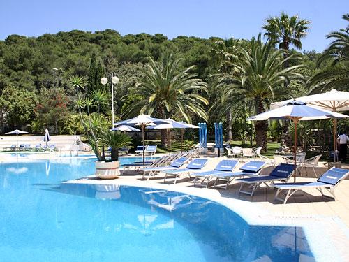 Hotel santa lucia santa cesarea terme con piscina su - Piscina sulfurea santa cesarea terme ...