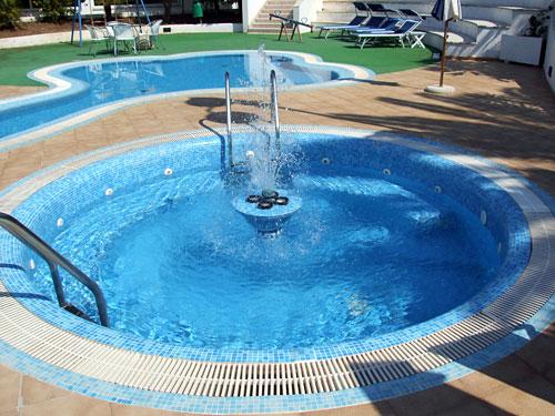 Hotel santa lucia santa cesarea terme con piscina su for Piscina santa lucia