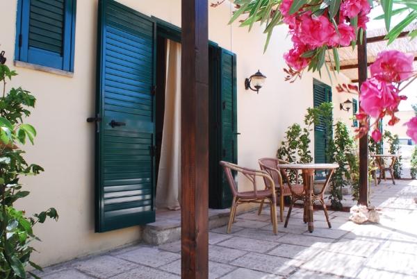 Patio esterno camere masseria Li Monaci, Gallipoli, Lecce