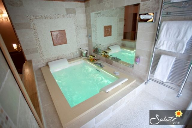 Albergo hotel tesoretto poggiardo lecce su - Idromassaggio in camera da letto bari ...