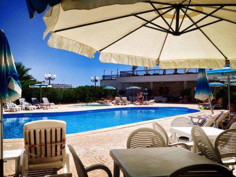 Relax in piscina Hotel Panoramico Castro