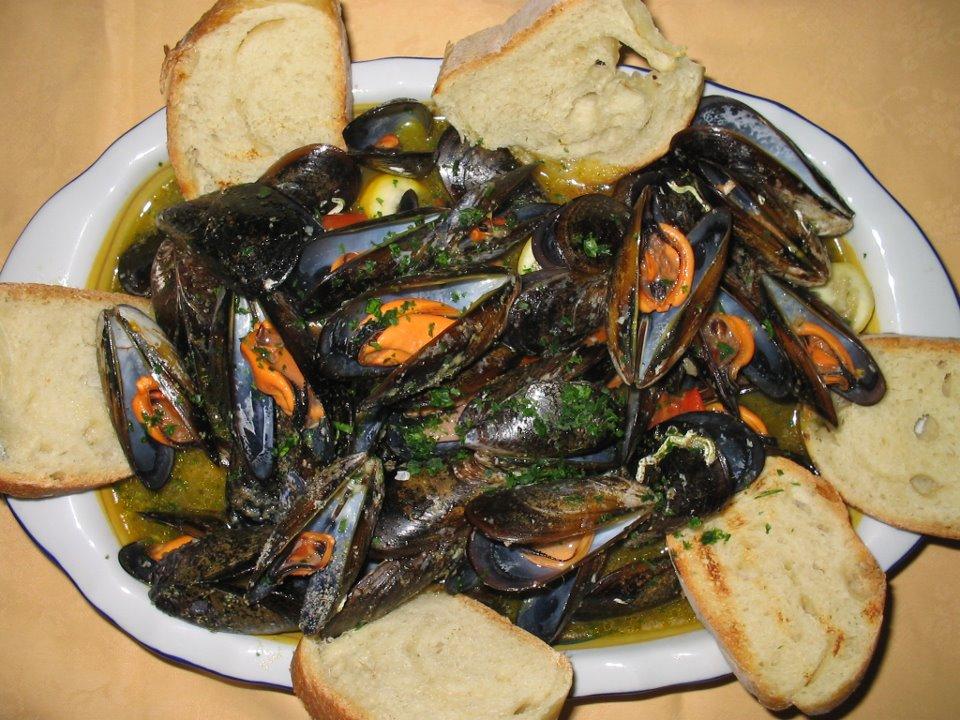 piatti tipici cucinati al ristorante dell'agriturismo Conca Marco Vanze di Vernole (Lecce)