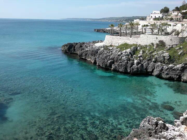 scogliera e splendido mare di Castro marina (Lecce)