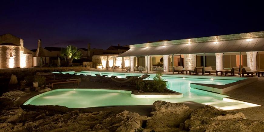Hotel hist san pietro sul mar piccolo taranto su for Design hotel 5 stelle