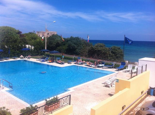 piscina vista mare del Residence sulla costa adriatica salentina