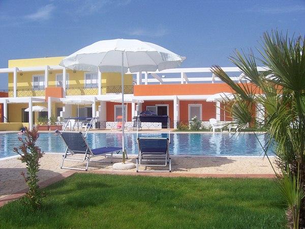vacanza nella penisola salentina in famiglia nei residence con piscina sul mare