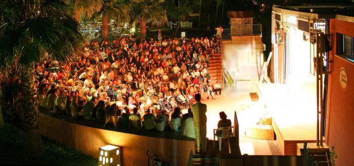 Animazione serale in anfiteatro Frizzart Vacanze, Lecce