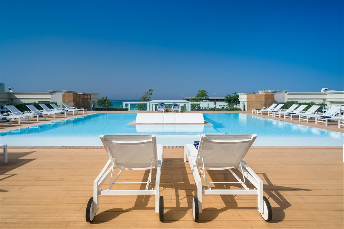 Piscina giorno Le Dune Suite Hotel Porto Cesareo, Lecce