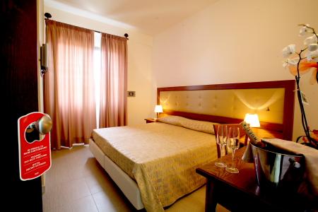 Camera per dormire in albergo a Porto Cesareo