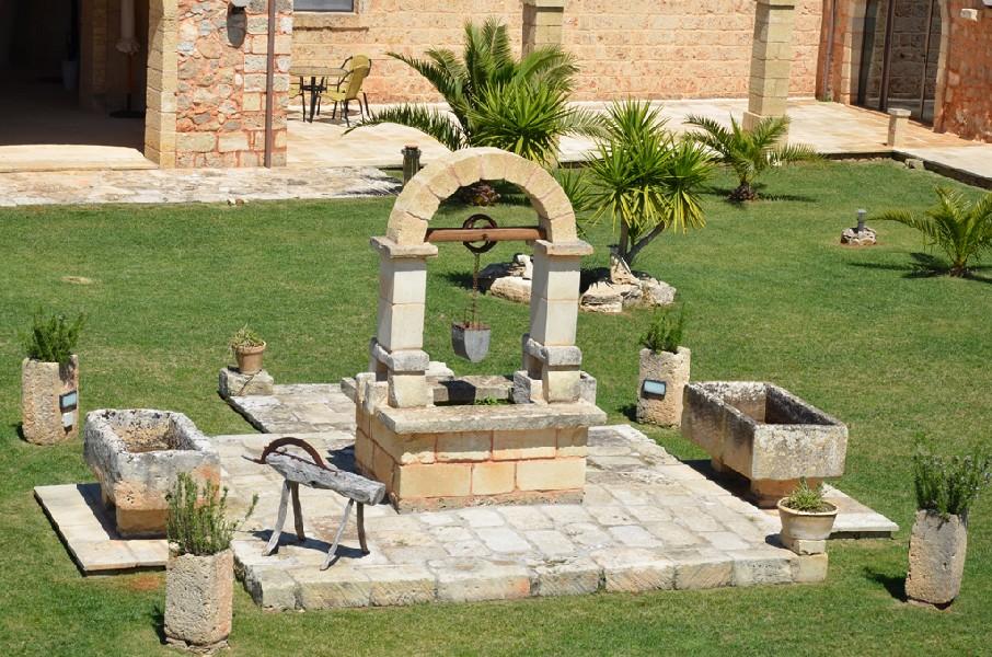 Particolaredel cortile Interno Masseria Chicco Rizzo Sternatia, Lecce