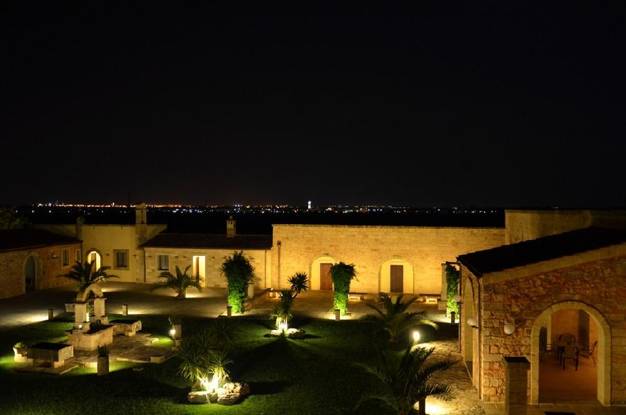 Il cortile interno di sera Masseria Chcco Rizzo Sternatia,Lecce